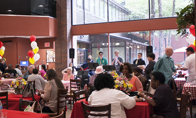 Attendees at New York Methodist's Cancer Survivors Event enjoying lunch