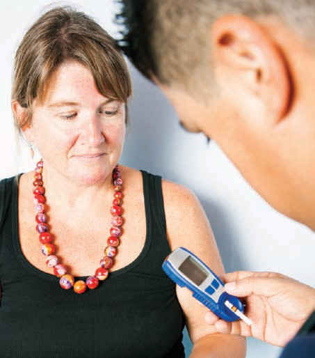 couple looks at device measuring insulin level