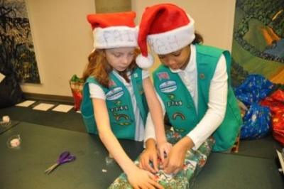 NewYork-Presbyterian/Hudson Valley Hospital Santa's Helpers Wrap 700 Gifts