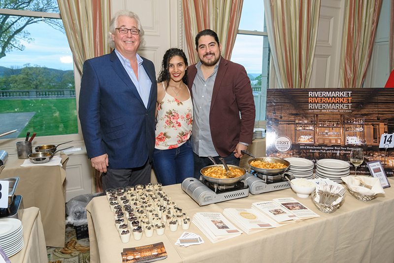 6th Annual Wine and Dine Around the World attendees